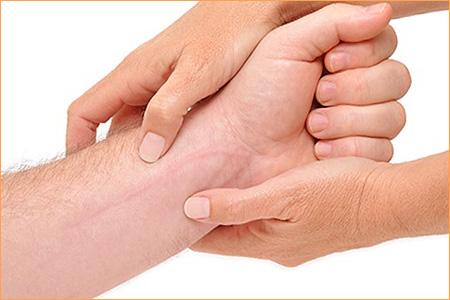Behandlung mit Profade zur Entfernung von Narben